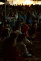 Paz Anónima, premier en Villanueva, Santander. La alcaldía dispuso 200 sillas, la gente llevo las propias y los demás se sentaron en el piso